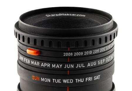 creative-calendar-design-camera-lens-image
